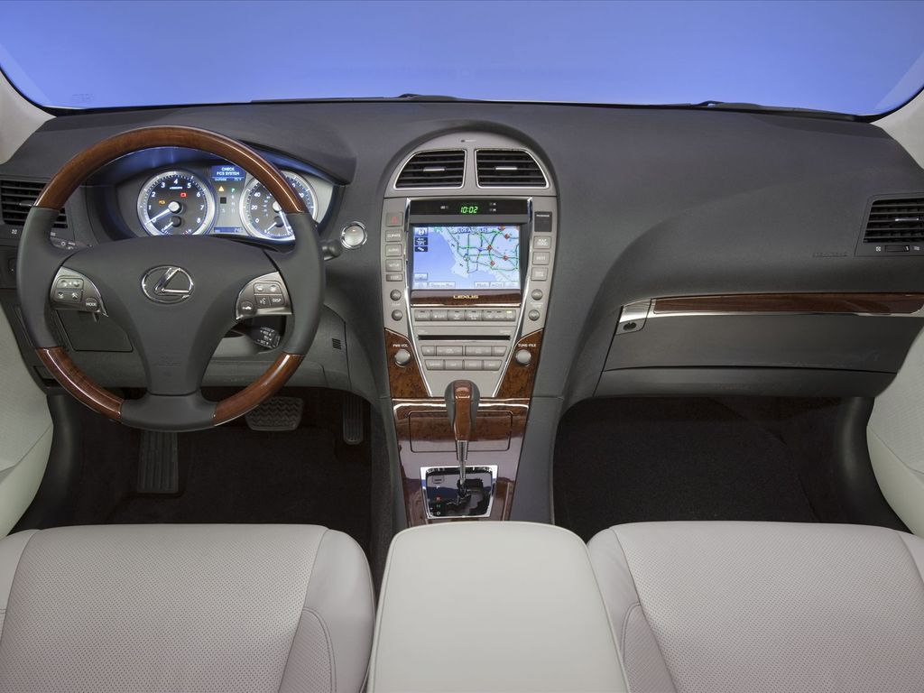 2011 Lexus ES 350.