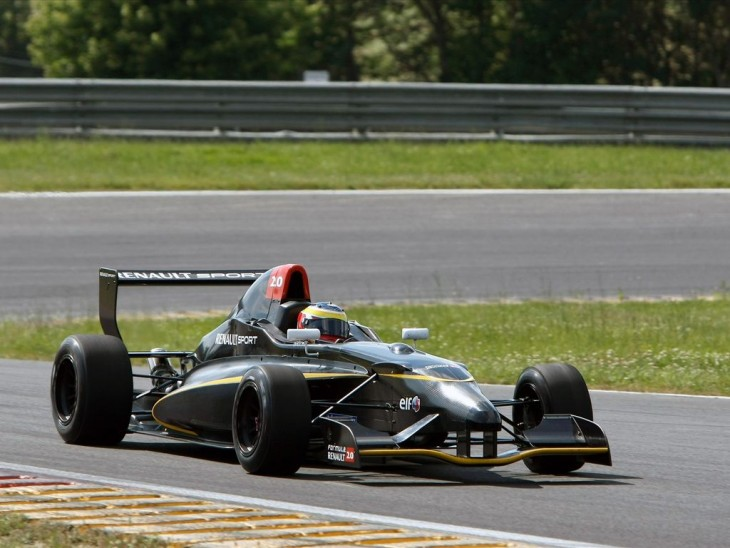 Formula Renault 2.0 race car