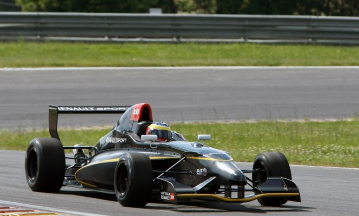 Renault 2.0 Race Car
